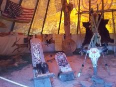 Wewnątrz namiotu